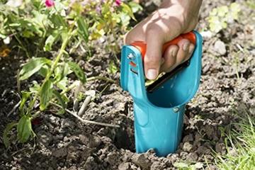 gardena-blumenzwiebelpflanzer-ideales-gartenzubehoer-zum-setzen-von-blumenzwiebeln-mit-ausloeseautomatik-und-tiefenskala-pflanzhilfe-aus-qualitaetsstahl-mit-duroplast-beschichtung-3412-20-7