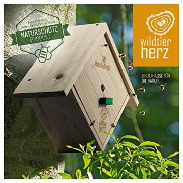 wildtier-herz-i-hummelhotel-zum-aufhaengen-inkl-hummel-lockstoff-nistmaterial-nisthilfe-fuer-hummeln-aus-wetterfestem-massiv-holz-hummelhaus-insektenhotel-fuer-den-garten-7